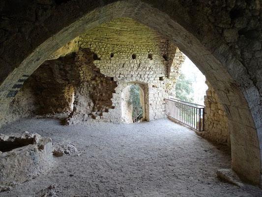 Blick vom Altarraum auf den Vorraum (Kirchenraum?) zurück