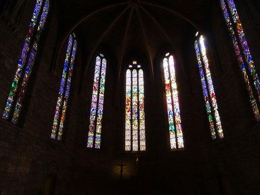 Die Kirchenfenster im Chor stammen aus dem 20. Jahrhundert, sind aber dem gotischen Stil angepasst