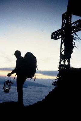 So wird die Flamme vom Gipfel des Canigó getragen (Bild flickr./ omnium)