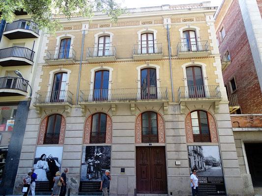 Das Geburtshaus von Salvador Dalí - die Familie Dalí Doménech wohnte von 1900 bis 1912 im Erdgeschoss ( Notariatsbüro des Vaters Dalí) und im ersten Stockwerk (Wohnung)