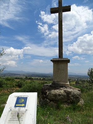"""Denkmal des gefallenen spanischen Kommandanten Conde de la Unión. 1794 fand hier die """"Schlacht von Roure"""" zwischen Spaniern und Franzosen statt - ein Ereignis von europäischer Bedeutung"""