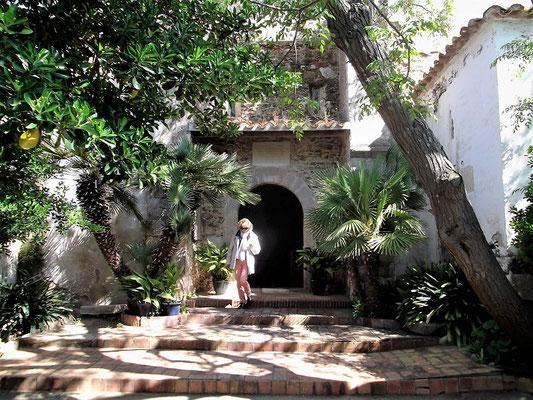 Eingang zur Kapelle, die in der jetzigen Form aus dem 16. Jh. stammt