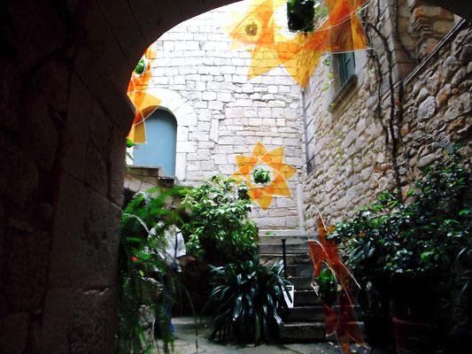 Teil des Innenhofes (bei einem Blumenfest)