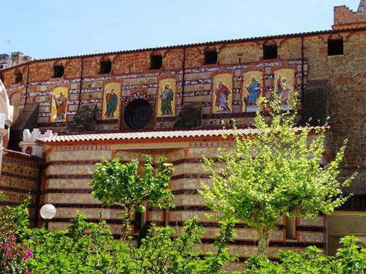 Apostelfiguren auf der Nordseite der Kirche
