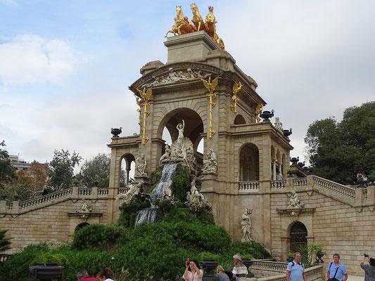 Marisol führt Hendrik durch den Parc de la Ciutadela. Die große Kaskade mit der Darstellung der Geburt der Venus
