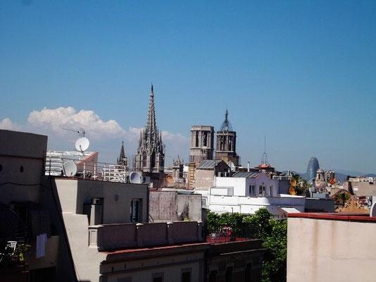 Aussicht. Blick über Kirchen zum Torre Agbar