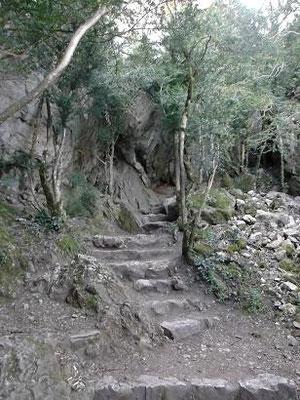 Aufstieg zur Burg Peirepertuse