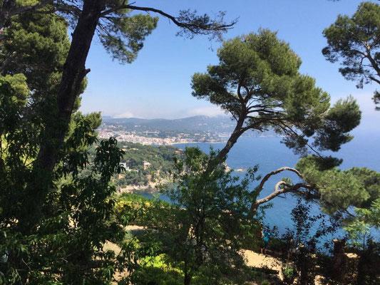 Immer wieder schöne Ausblicke: Bucht von Calella