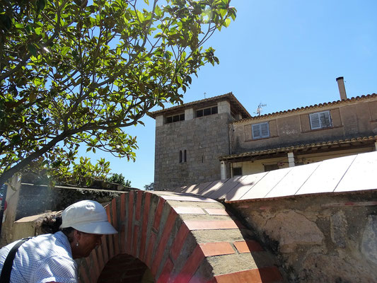 Hier ist der Turm zu sehen, nach dem Torroella benannt ist