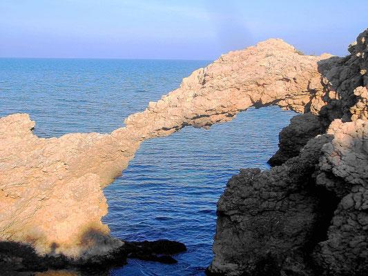 Blick auf das Meer vom Strand bei Empúries