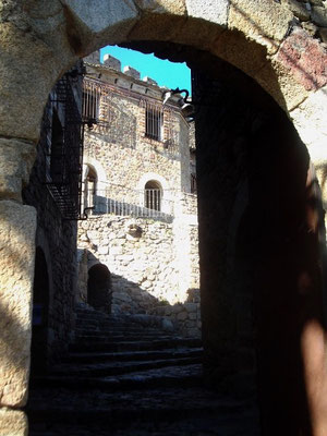 Es geht durch Tore und über Treppen
