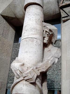 Jesus am Geißelpfahl - rechts oben das Alpha/Omegazeichen