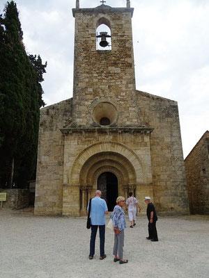 Banyoles gegenüber, am Ufer des Sees finden wir die wunderschöne romanische Kirche von Porqueres (12. Jh.)