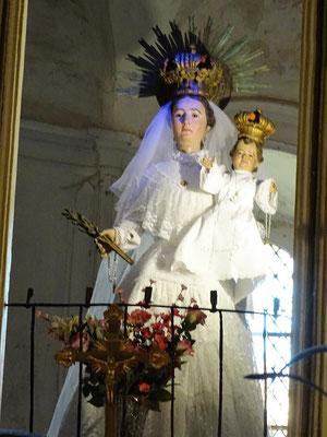 Die Marienfigur in der Kirche