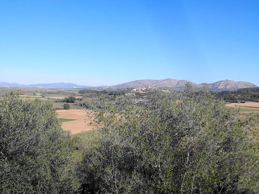 Blick von iberischer Stadt in Landschaft (auf früheren See)