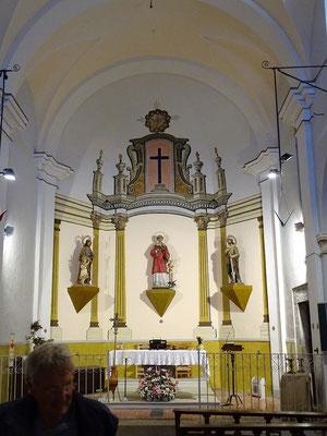 Blick auf den barocken Altar der Kirche