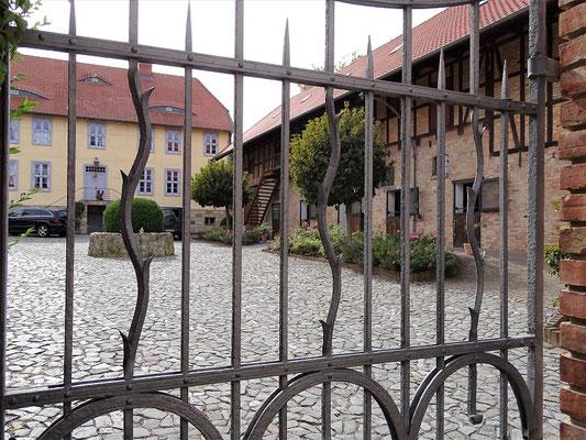 Die frühere preußische Poststation mit Pferdeställen und barockem Adelshaus (18. Jh.)