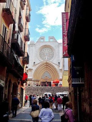 Strasse zur Kathedrale