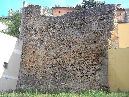 Perelada -  Teil der alten Befestigungsmauer