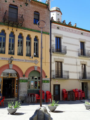 Nächster Halt in Massanet de Cabrenys - Plaza Major. Hier steht die eiserne Vara d´en Rotlla, die Lanze Rolands, die er von Ceret aus nach Massanet geworfen haben soll. Ist aber ursprünglich ein Gerichtspfahl