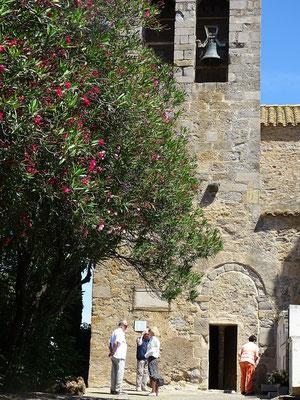 ...mit dem noch sichtbaren Eingang der romanischen Vorkirche