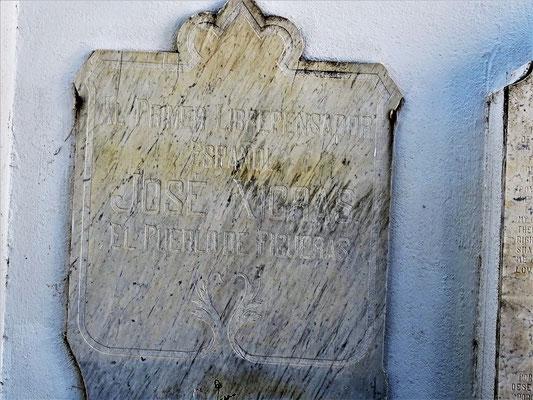"""Gedenktafel fü den """"ersten Freidenker Spanien"""" José Xicras (1868 in den """"Zivilen"""" Friedhof überführt)"""