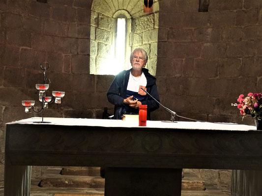 Der Kulturführer am Altar