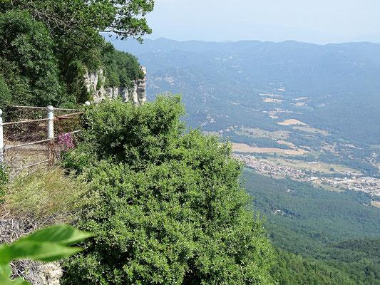 """Von den """"Cingles"""" (Felsengürtel), auf denen das Heiligtum liegt, hat man phantastische Aussichten..."""