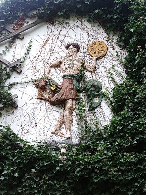 """Am """"Haus der Natur"""" entdeckt man den sagenhaften sächsischen Fruchtbarkeitsgott Krodo, der sngeblich im Krodotal oder auf dem Großen Burgberg verehrt wurde, bis Karl der Große seiner Verehrung ein Ende machte"""