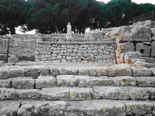 Treppen zum Asklepios-Tempel mit großem Altar-Podium