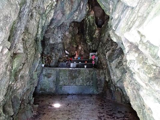 In dieser Grotte soll das ursprüngliche Bild der Muttergottes von einem Stier entdeckt worden sein