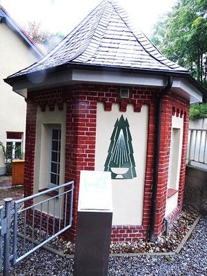 Ein Brunnen-Haus an der Herzog-Julius-Strasse. Harzburg lebt von seinen vier Heilquellen...