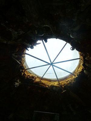 Das Regenloch der Zisterne wurde zur Lichtkuppel