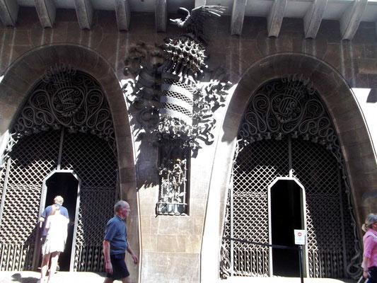 "Eingangstore mit ""Helm"" Pedros III."