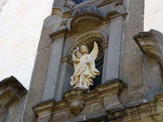 Über der Kirche wacht der Erzengel Michael