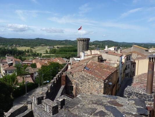 Blick von den Mauern Hostalrics auf die Stadt