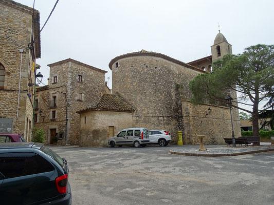 Gang durch den Ort: Platz vor der Kirche