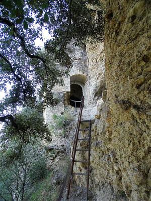 ...und hinauf zum Eingang der Höhlenkirche