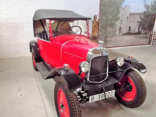 Die Sammlung Cabano umfasst alte Motorfahrzeuge... Autos...