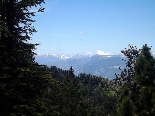 Blick auf de Kette der Pyrenäenberge im Norden