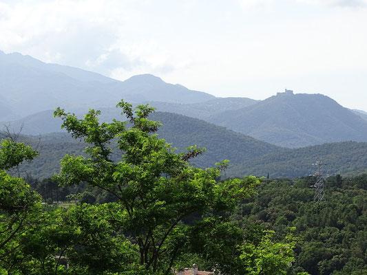 Rückblick auf Montsoriu von Hostalric aus