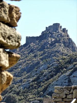 Blick vom Kloster auf die Burg. Ist diese Burg das Vorbild für die Gralsburg bei Wolfram von Eschenbach?