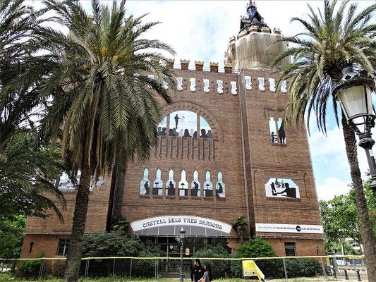 """Das im frümodernistischen Stil erbaute """"Castell der drei Drachen"""""""