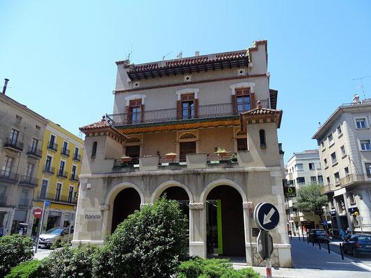 Das zweite Wohnhaus der Familie Dalí, von dem man auf die Plaça de Palmera hnausblickte. Hier malte Dalí im Dachgschoss seine frühen Bilder...