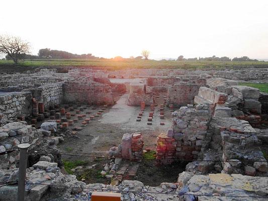 Blick auf die römischen Bäder - vorn die Hypokaustanlage (Heizung)