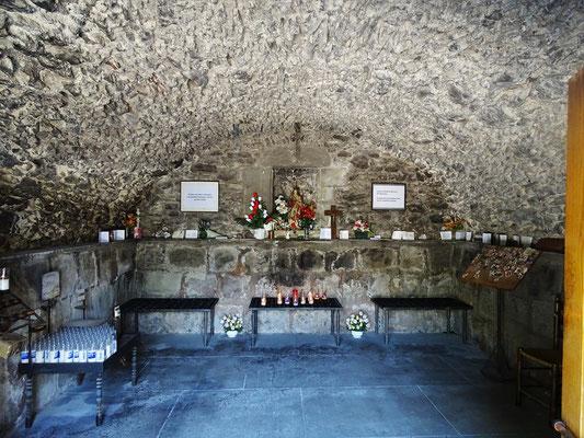 Erst besuchen wir die seitab liegende kleinere und wohl ältere Einsiedlerkapelle