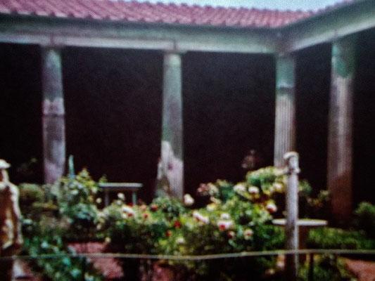 Blick in den Hof eines Perystil-Hauses
