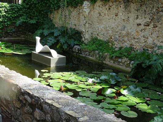 Skulptur im Hof