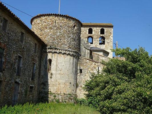 Rückansicht der Kirche mit Nebengebäude