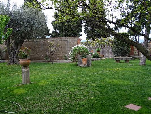 Blick in den weiträumigen Garten